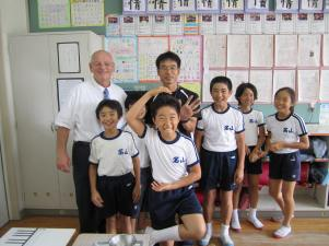 Enjoying laughs with elementary school students in Japan